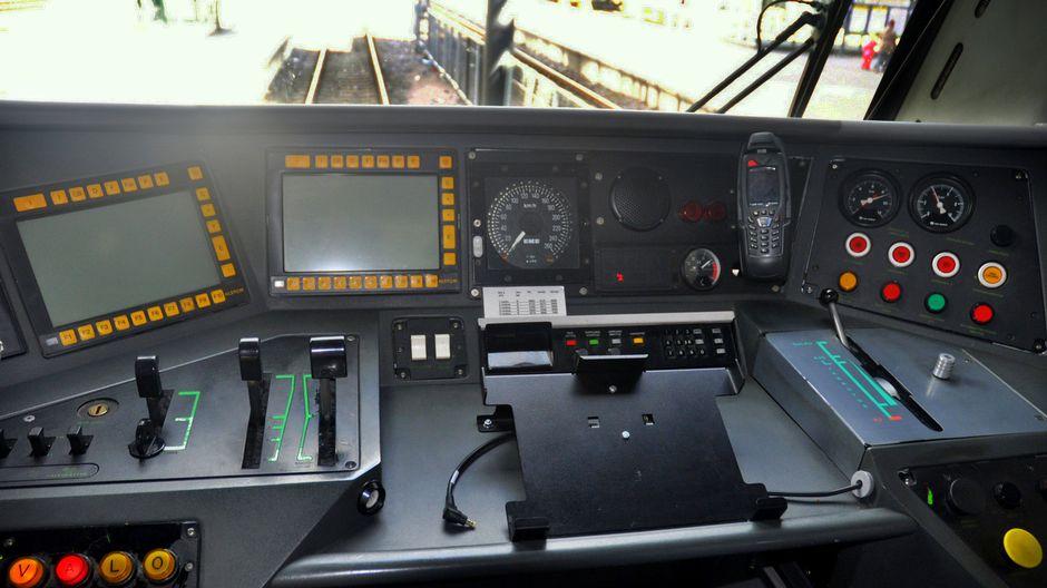 Hurjasteleva R-juna aiheutti VR:ssä vipinää: junankuljettajille kertausharjoituksia ...