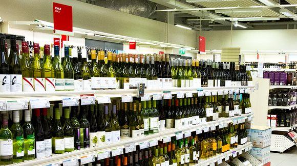 Chileläisiä viinejä Alkon hyllyillä.