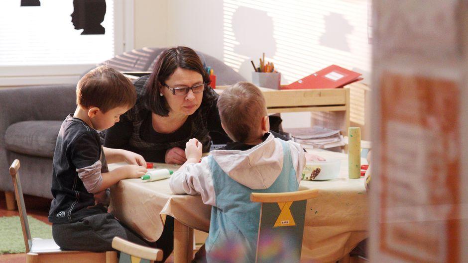 Lapsia hoidetaan päiväkodissa Joensuussa.