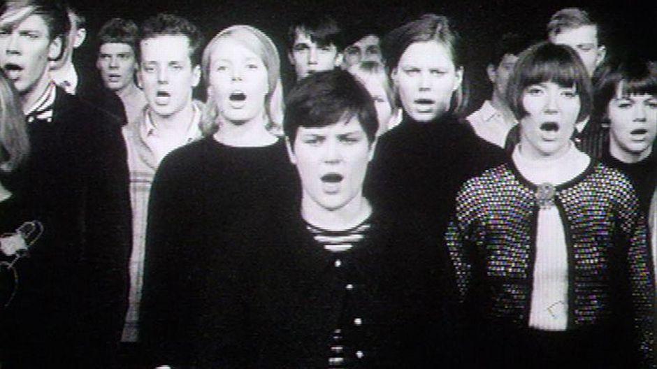 Lapualaisooppera, mm Kaisa Korhonen ja Arja Saijonmaa laulavat kuorossa.