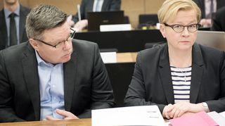 Jari Aarnio ja puolustusasianaja Riitta Leppiniemi Helsingin hovioikeudessa 14.3.2016 Trevoc-jutun valmisteluistunnossa.