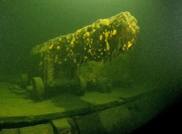Initil findings indicate that the vessel is very well-preserved and the wooden structure is in surprisingly sound condition. All of the canons were in their original positions on the gun deck. Image: Kari Hyttinen / SubZone
