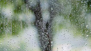 vesipisaroita ikkunassa