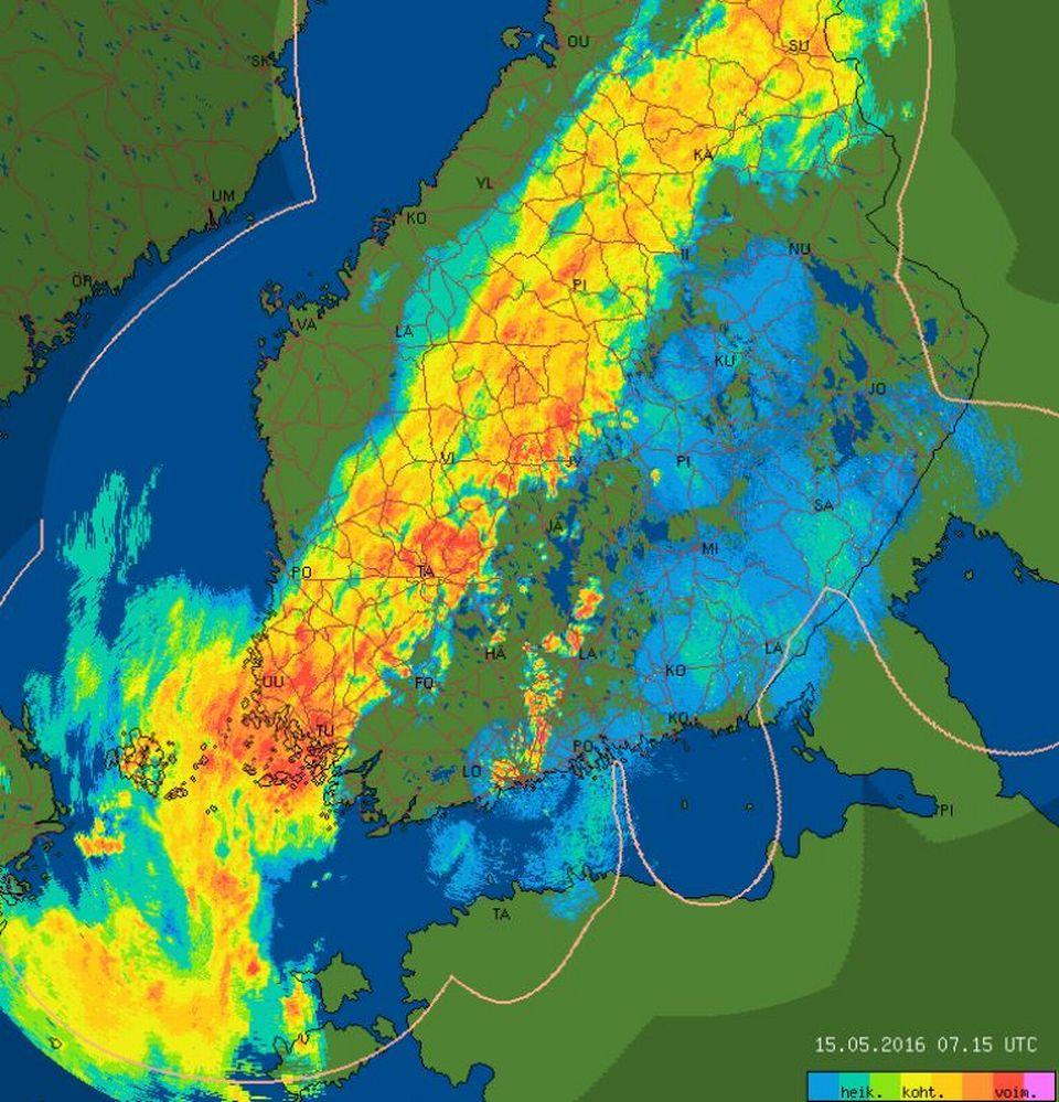 Miljardit kirvat näkyvät harvinaisen selvästi tutkakuvassa – sää suosii massamuuttoa Suomeen ...