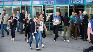 Microsoftin työntekijöitä Metro-Areenalla Espoossa keskiviikkona.