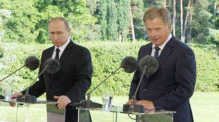 Vladimir Putin ja Sauli Niinistö tiedotustilaisuudessa Kultarannassa perjantaina.