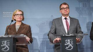 Tiedotustilaisuus Kesärannassa Helsingissä 26. syyskuuta; kuvassa vasemmalta lukien Paula Risikko, Juha Sipilä ja Jari Lindström.