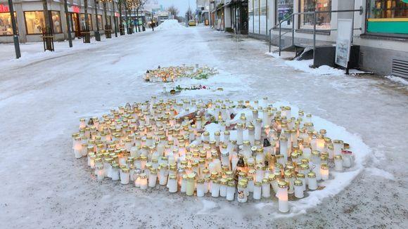 Kynttilöitä Imatran kävelykadulla.