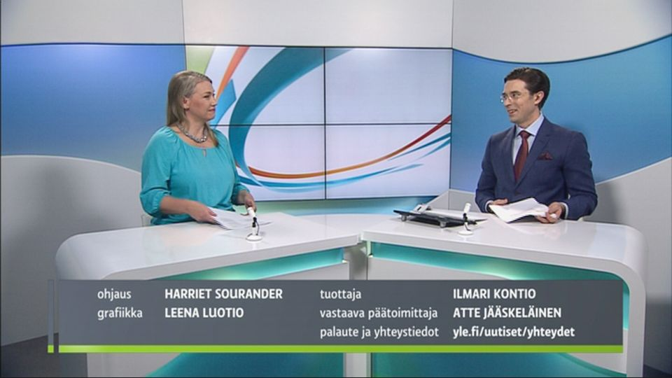 NAINEN ITSETYYDYTTÄÄ PALJASTA PILLUA