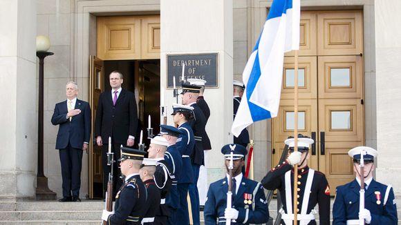 James Mattis ja Jussi Niinistö