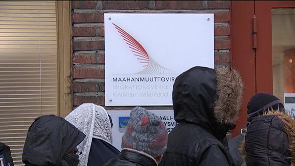 Jonottajia Maahanmuuttovirastoon