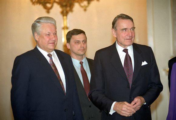 Presidentti Mauno Koivisto tapaamassa Venäjän presidentti Boris Jeltsiniä Moskovassa 5. maaliskuuta 1993.