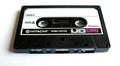 Hitachi-merkkinen C-kasetti.