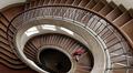Porrashuone belgialaisen arkkitehti Henry van de Velden suunnittelemassa talossa Bauhaus-yliopistossa