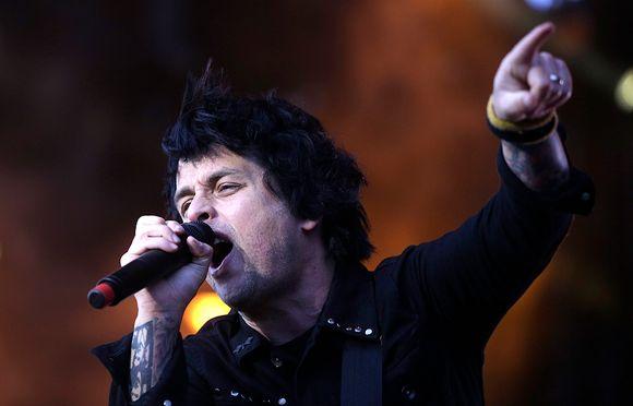 Green Dayn laulaja Billie Joe Armstrong yhtyeen esiintyessä Wienissä.