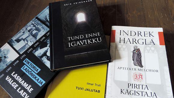 Vironkielisiä kirjoja.