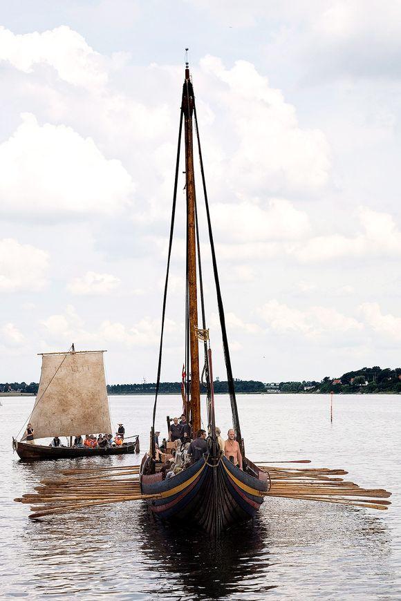 Viikinkilaiva n kopio vesillä Roskildessa, Norjassa.