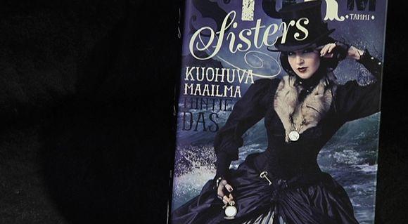 Storm Sisters - Kuohuva Maailma kirjan kansi