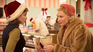 Therese Belivet (Rooney Mara ) vas. ja Carol Airdi (Cate Blanchett) oik.