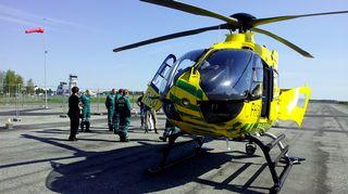Pelastushelikopteri Rissalan kentällä.