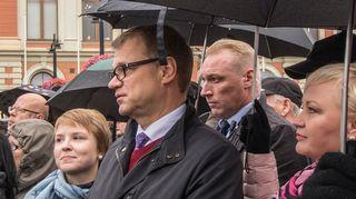 Pääministeri Juha Sipilä (kesk.) Kuopion torilla rasismin vastaisessa mielenilmauksessa lauantaina 24.9.