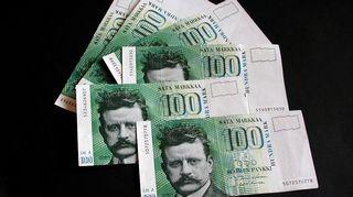 100 markan seteleitä.