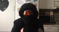Video: Katja Tuomala suojautuu huputettuna vedolta, viimalta ja valolta lähtiessään ulkoilemaan.