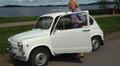 Video: Emmi Rauhamäki astelee autoonsa.