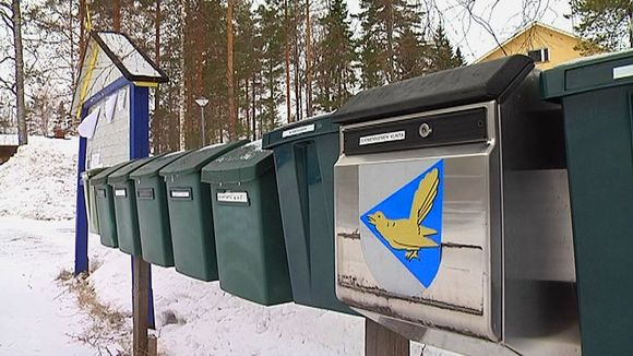 Postilaatikoita rivissä Suomenniemellä