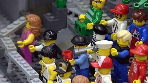 Video: Lego-yleisö on katsomassa koskinäytöstä Imatrankoskella.