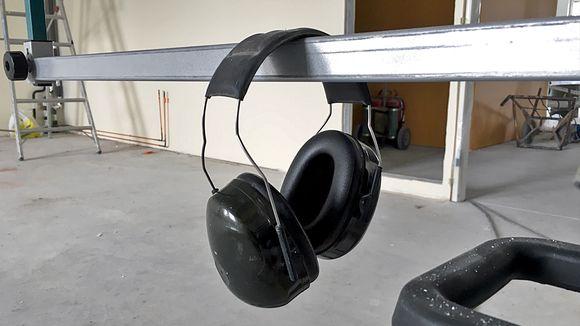 Kuulosuojaimet roikkuvat