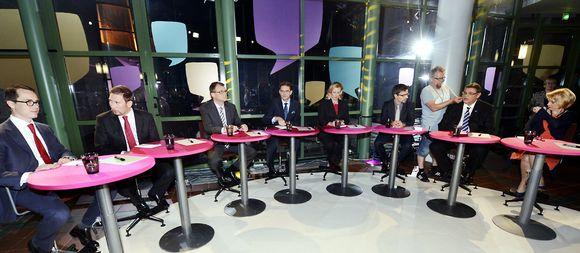 Puolueiden puheenjohtajat vaalikeskustelussa.