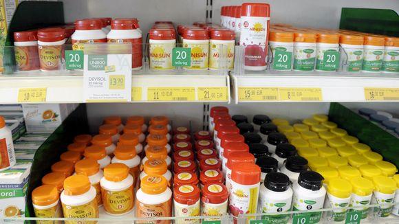 Video: D-vitamiinivalmisteita myynnissä helsinkiläisessä apteekissa.