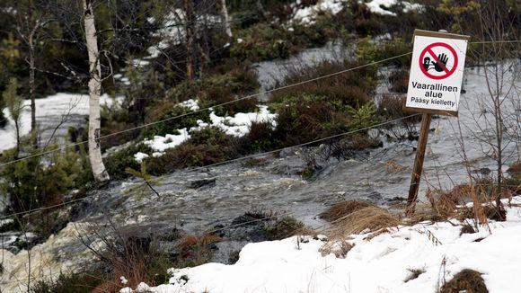Talvivaaran kaivoksen vuotava sakka-allas
