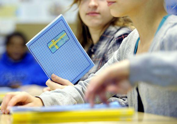Opiskelijoita Espoon 7. luokan ruotsin oppitunnilla.
