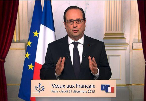 Ranskan presidentti Francois Hollande piti uudenvuodenpuheen Pariisissa 31. joulukuuta 2015.