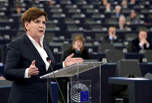 Puolan pääministeri Beata Szydło puhumassa Euroopan parlamentissa Strasbourgissa tiistaina.