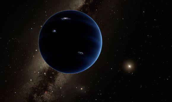Aurinkokuntamme yhdeksäs planeetta pimeältä puolelta, vasten aurinkoa.