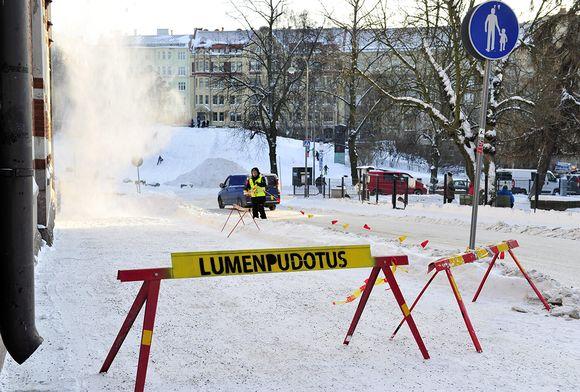 Lumenpudotusta katolta Helsingissä 14. tammikuuta.
