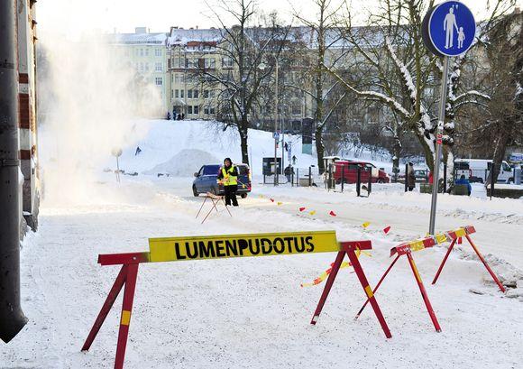 Lumenpudotusta katolta Helsingissä 14. tammikuuta 2016.