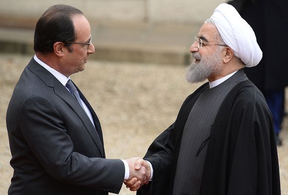 François Hollande sekä Hassan Rouhani tapasivat Élysée-palatsin edustalla Pariisissa torstaina.