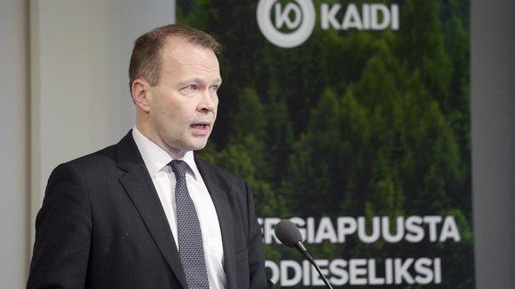 Pekka Koponen tiedotustilaisuudessa Finlandia-talossa Helsingissä.