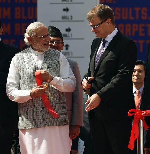 Intian pääministeri Narendra Modi ja Suomen pääministeri Juha Sipilä Make in India Week -tapahtuman avajaisissa Mumbaissa lauantaina.