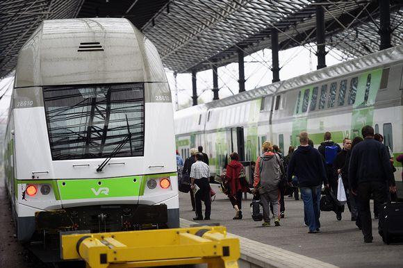 VR:n junia Rautatieasemalla Helsingissä elokuussa 2015.