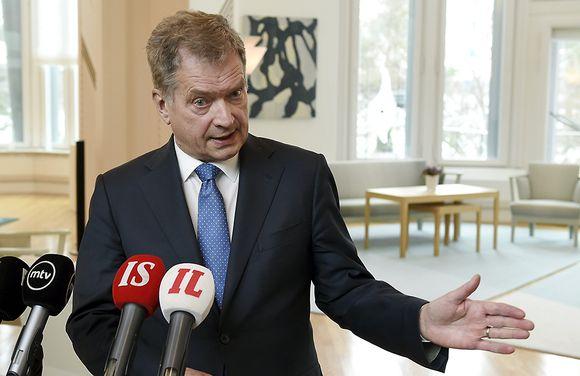 Tasavallan presidentti Sauli Niinistö tapasi eduskuntapuolueiden puheenjohtajat 24. helmikuuta Mäntyniemessä ja piti tilaisuuden jälkeen tiedotustilaisuuden.