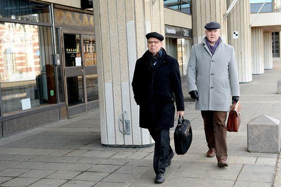 SAK:n puheenjohtaja Lauri Lyly (vas.) ja STTK:n puheenjohtaja Antti Palola saapuvat Etelärantaan Elinkeinoelämän keskusliiton EK:n tiloihin Helsingissä 28. helmikuuta 2016, jossa jatkettiin neuvotteluja yhteiskuntasopimuksesta.