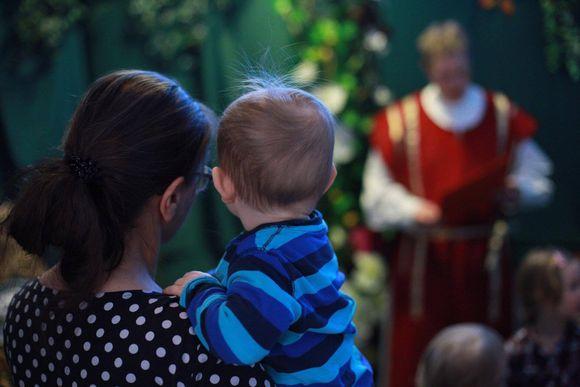 Video: Via Crucis Ruossa geaidnu pääsiäiskertomus