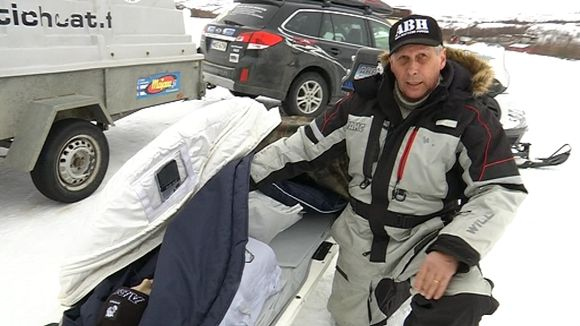Video: Teijo Siekkinen čáittá suu uđđâ utkos, Arctic Rescue Bag