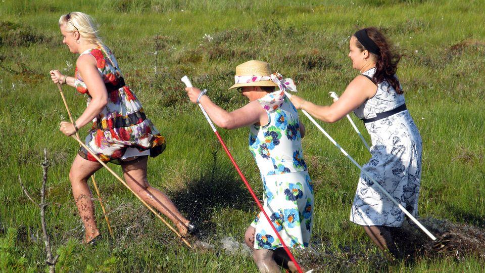 Naisiin kohdistuva väkivalta on loputtava - Amnesty Romaninaiset ja väkivalta - Naisten Linja