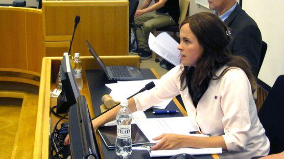 Oulun valtuuston puheenjohtaja Mari-Leena Talvitie (kok) äänesti muun oikeiston mukana Oulun Serviisin alijäämästä.